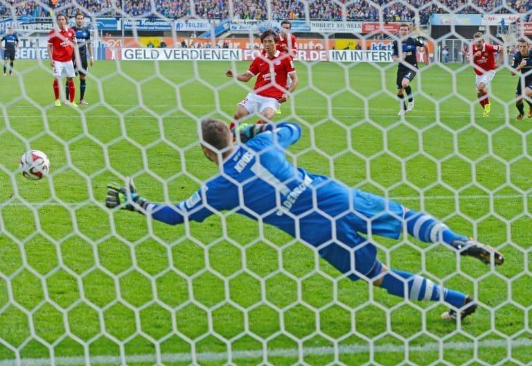 Nicht nur in der Bundesliga werden die Elfer verballert!