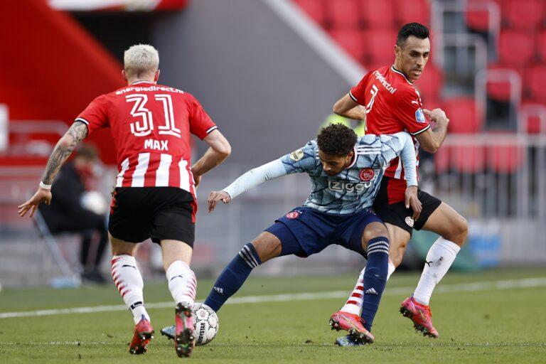 Eredivisie    Ein Treffer in der Nachspielzeit rettet Ajax gegen PSV einen Punkt