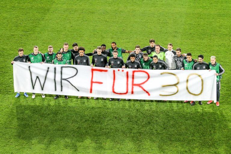 DFB | Nationalmannschaft mit erneuter Botschaft für Menschenrechte