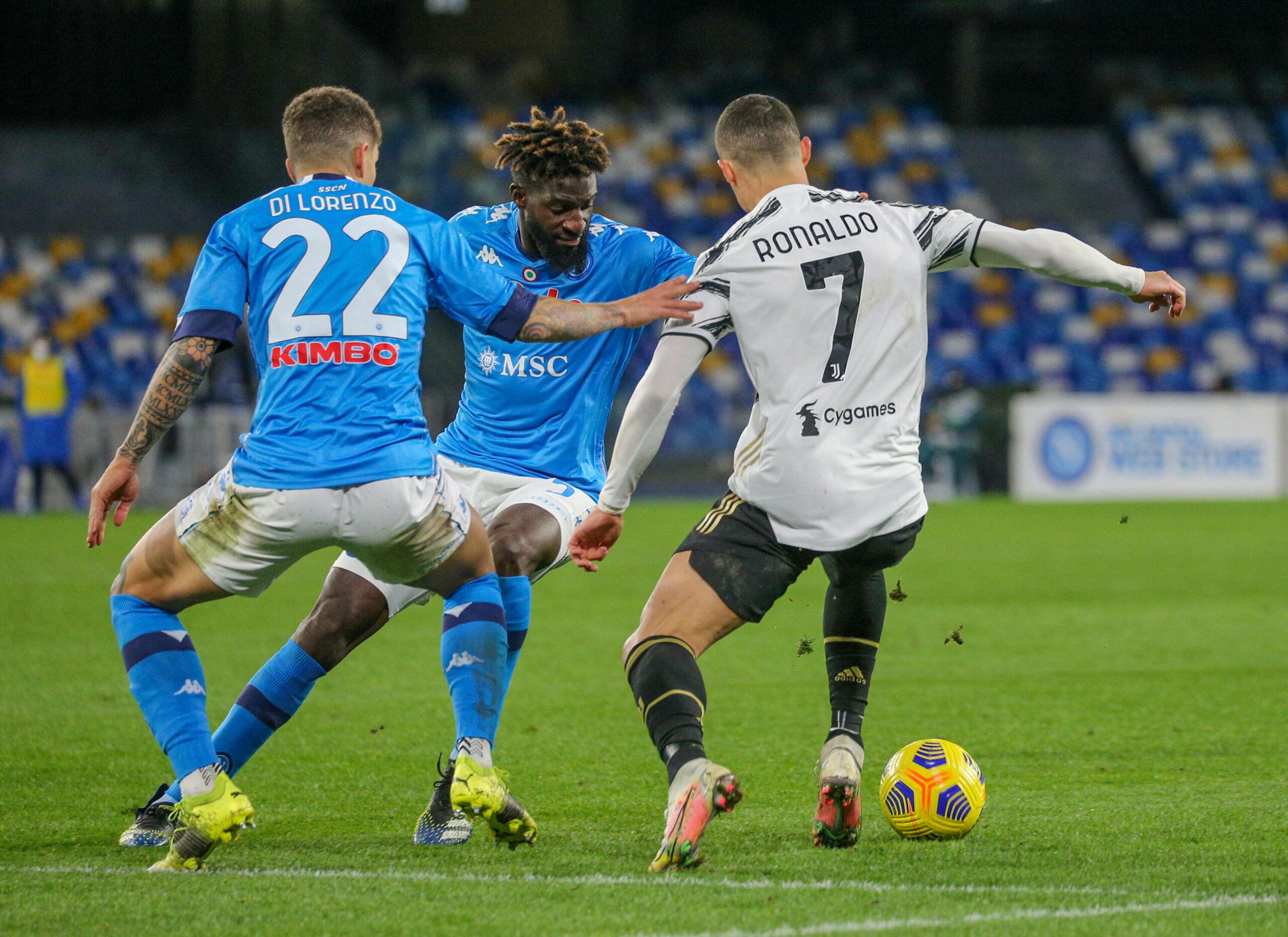 Ronaldo im Zweikampf mit Napolis Di Lorenzo und Bakayoko