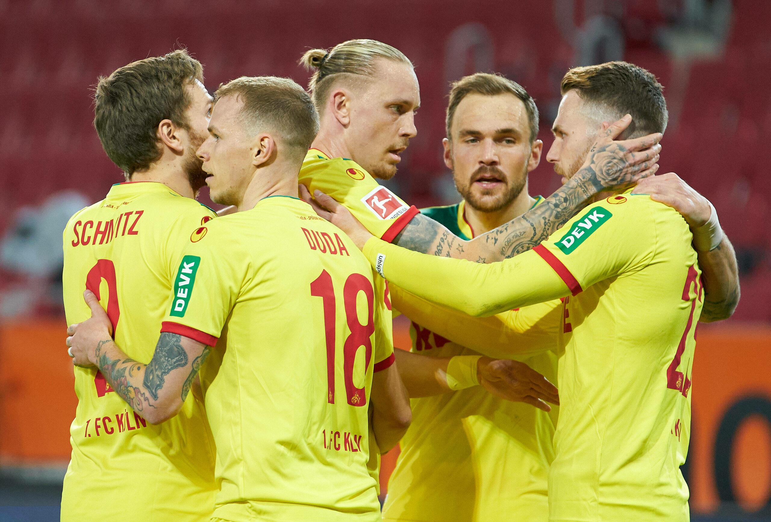 Kölner Team bejubelt Sieg gegen Augsburg