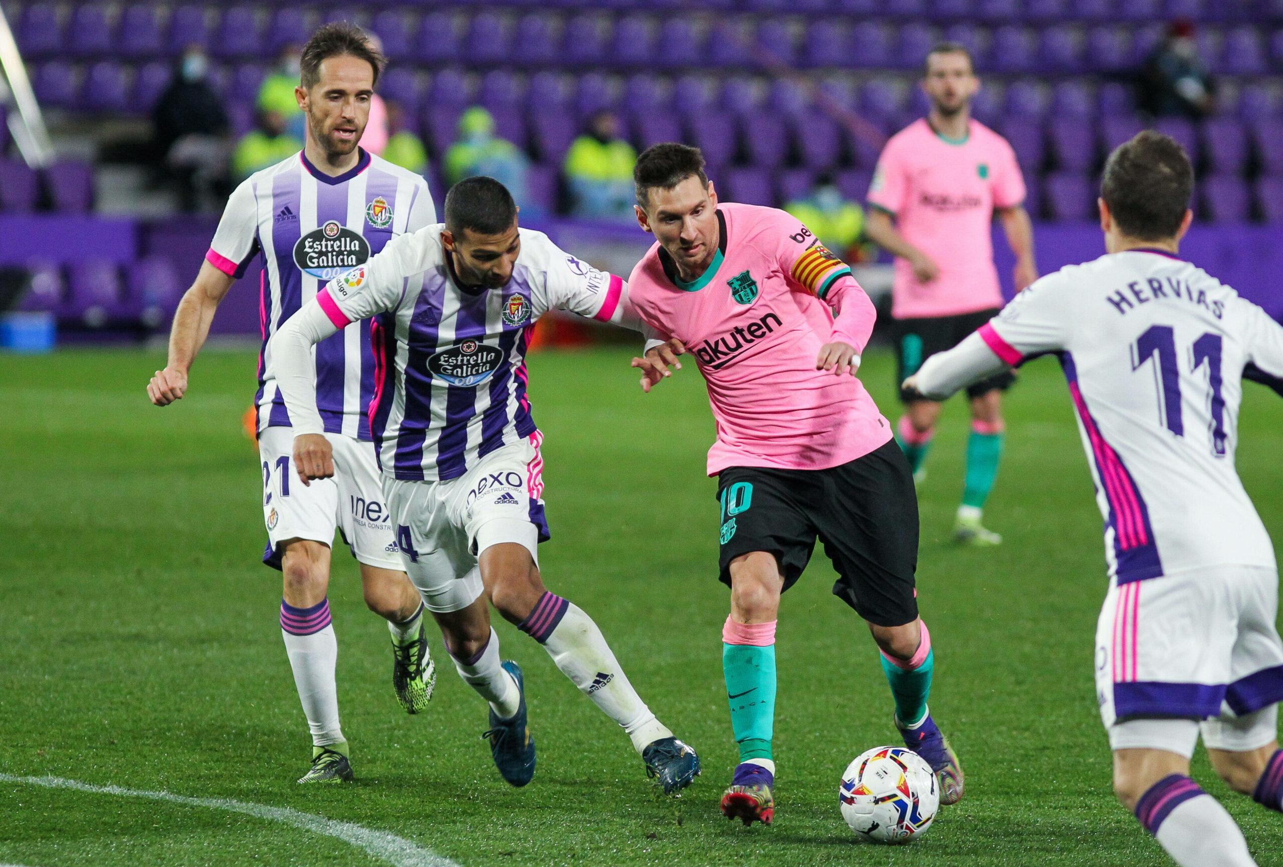 Messi im Zweikampf mit Valladolid-Verteidiger