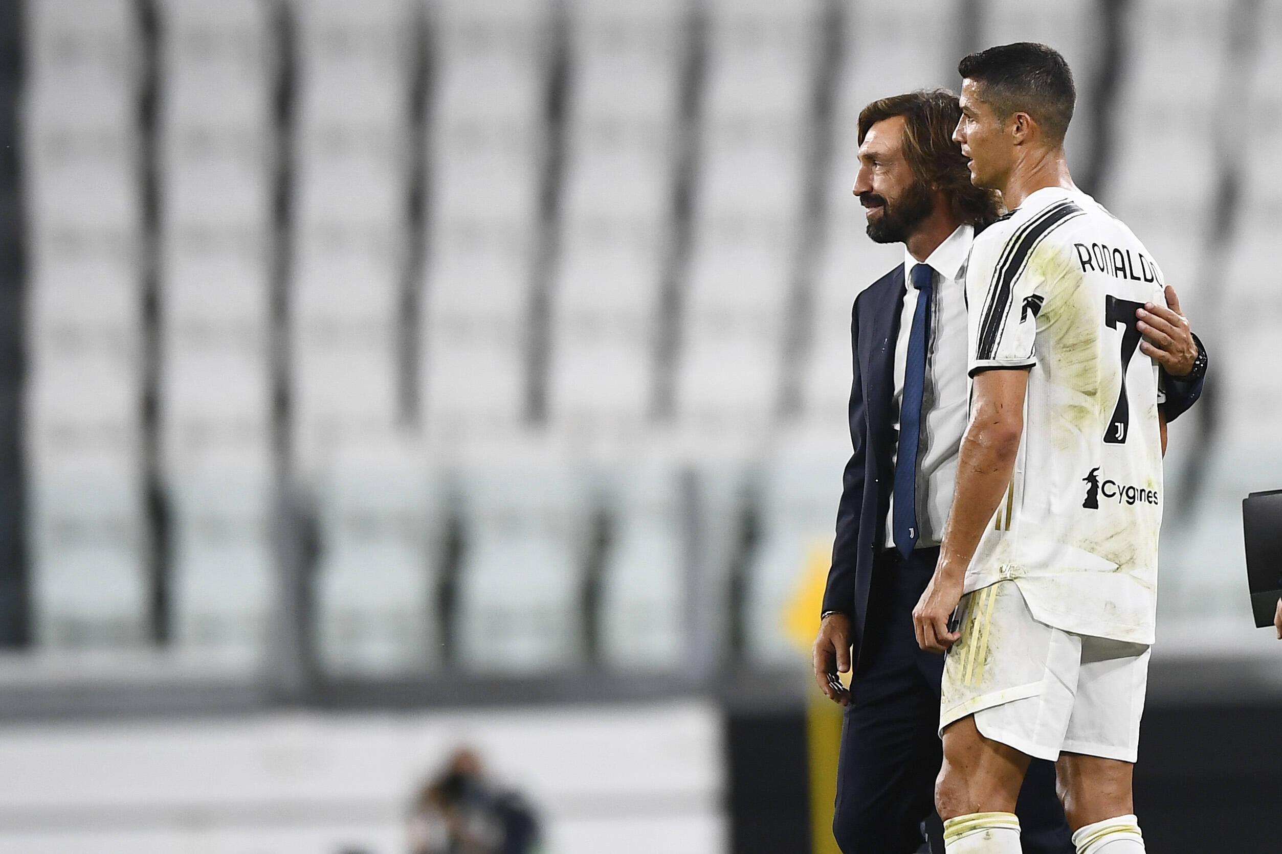Ronaldo und Pirlo (beide Juventus Turin) besprechen sich