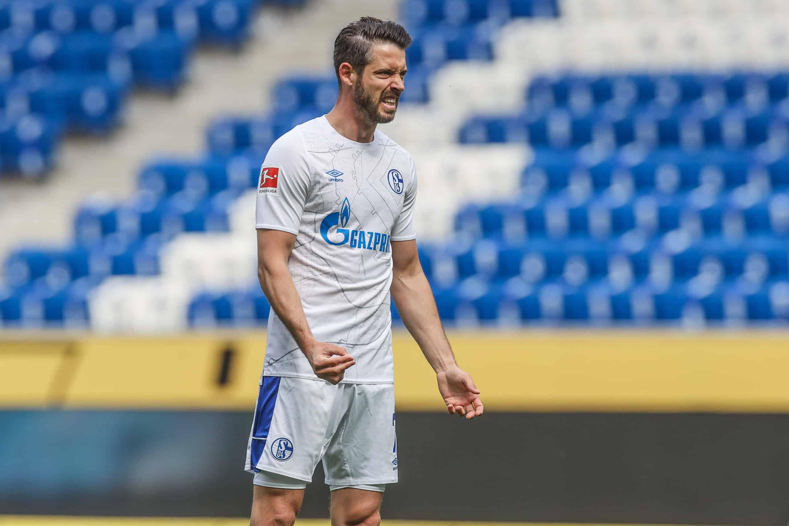 Mark Uth (Schalke) ärgert sich