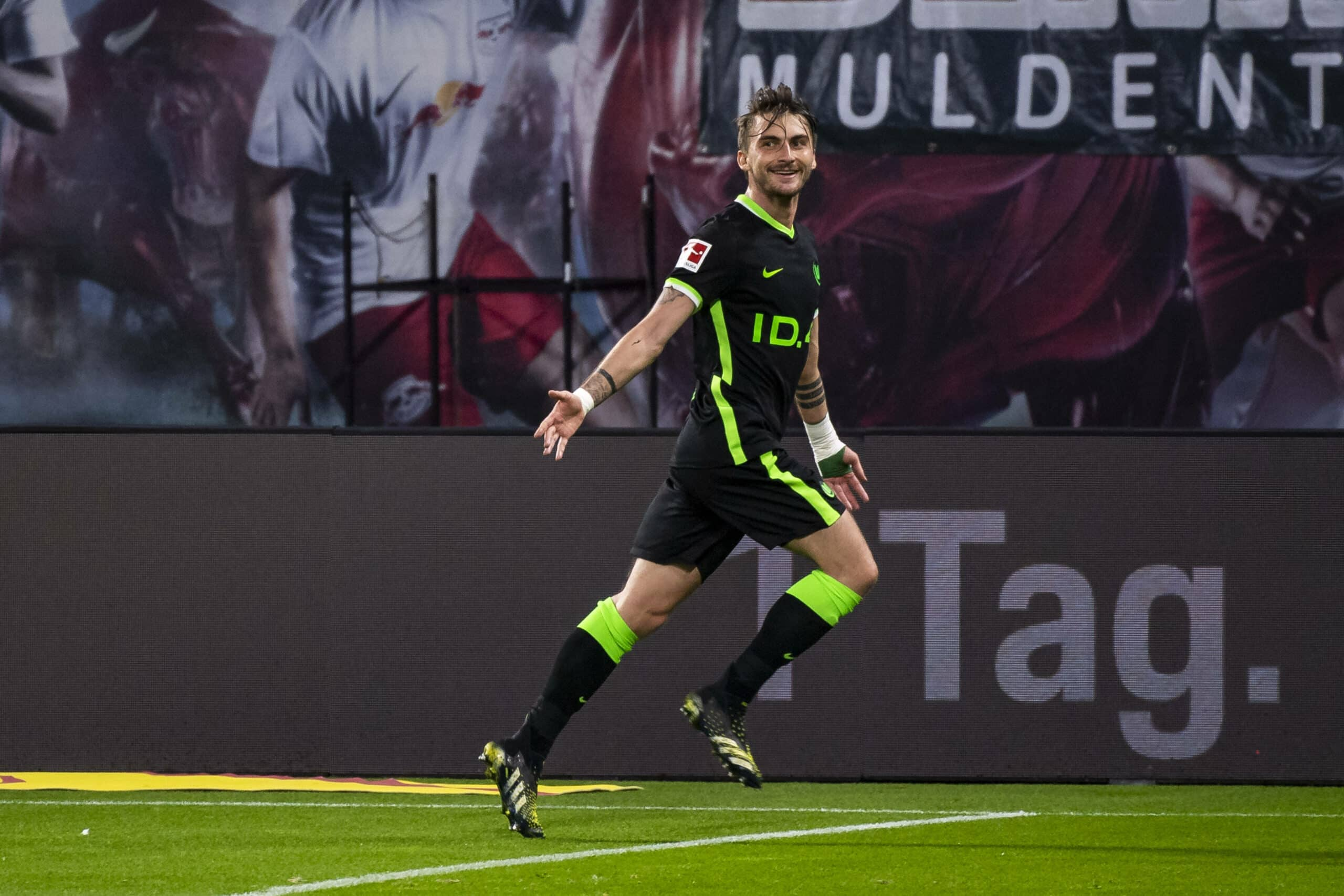 Philipp (Wolfsburg) bejubelt seinen Treffer gegen Leipzig