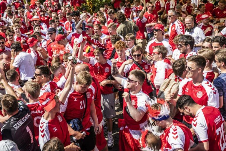 Gänsehautmoment! Beifall für Eriksen bei Dänemark vs. Belgien