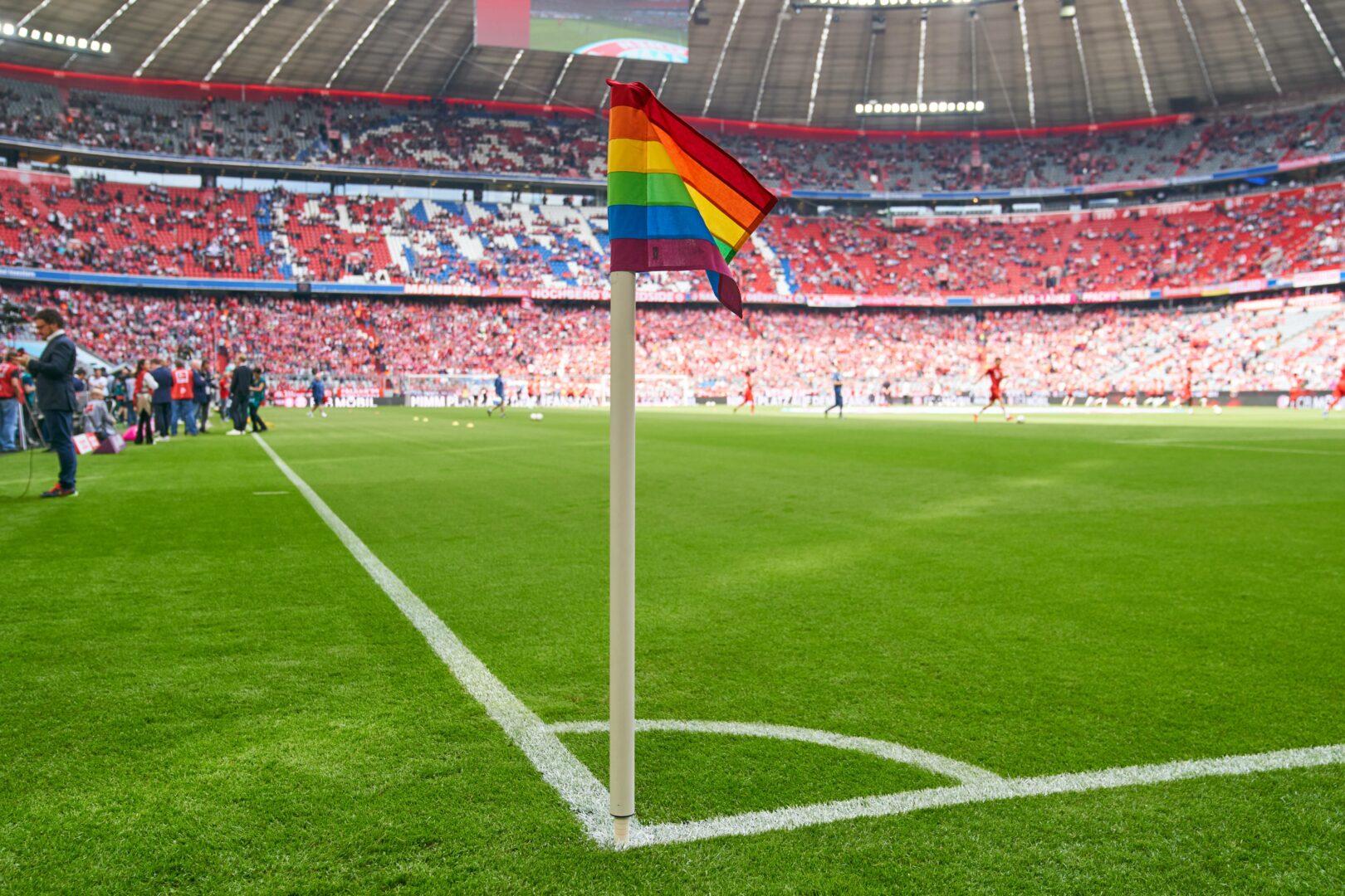 Nach UEFA-Urteil: Frankfurts Hellmann ruft zu Regenbogen-Kampagne auf