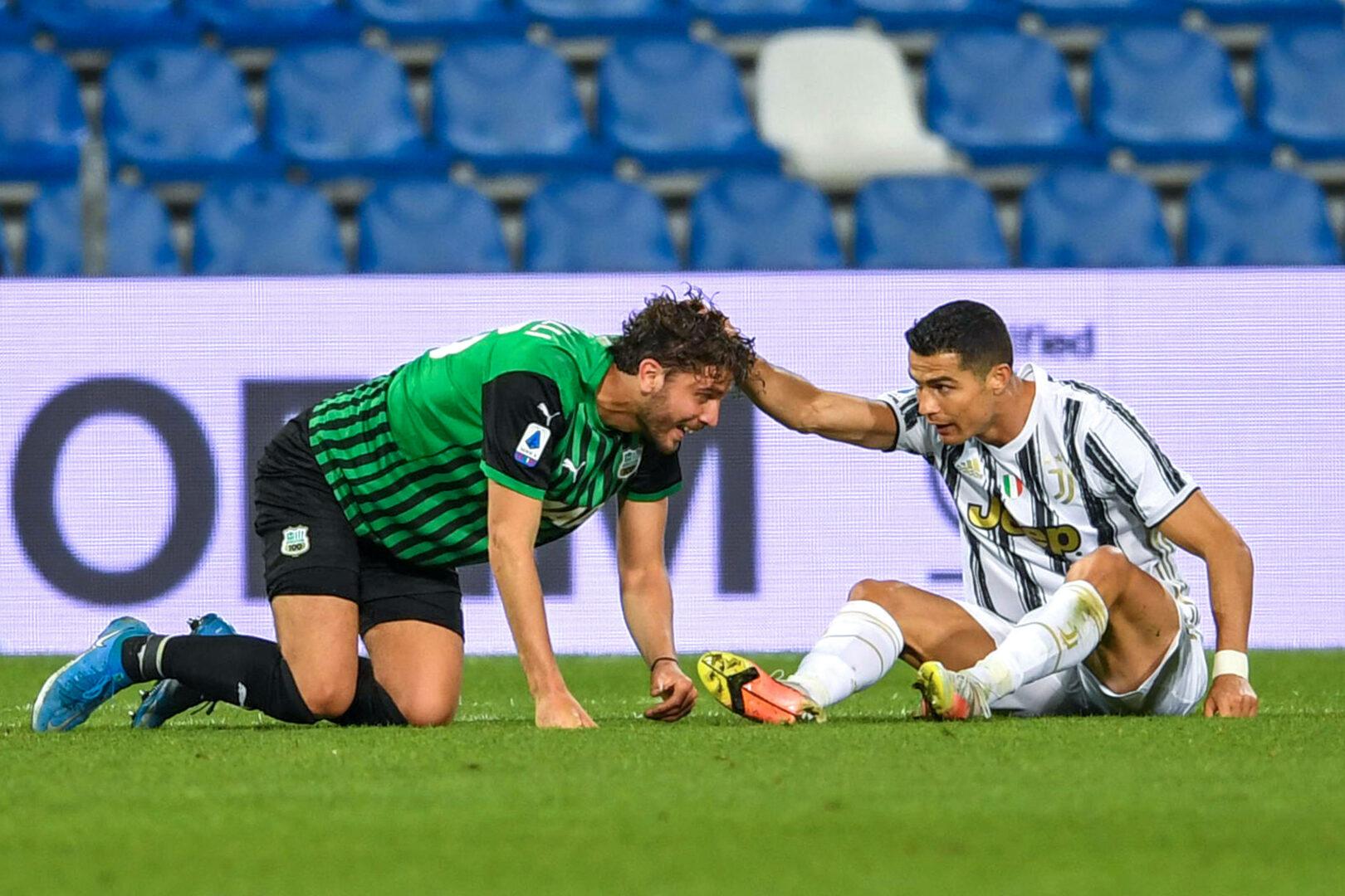 Manuel Locatelli (Sassuolo)Cristiano Ronaldo (Juventus) Zweikampf