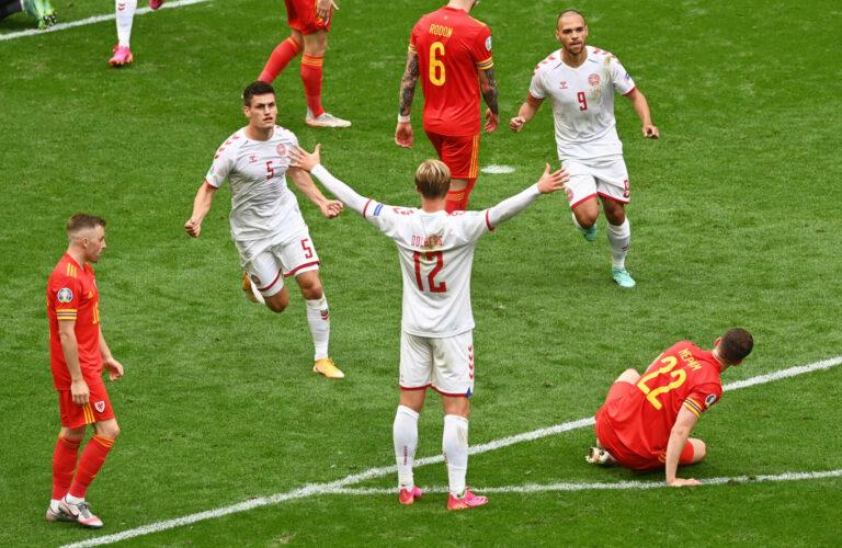 EM 2021 | Taktische Umstellung und Dolberg sichern Dänemark gegen Wales den Viertelfinaleinzug