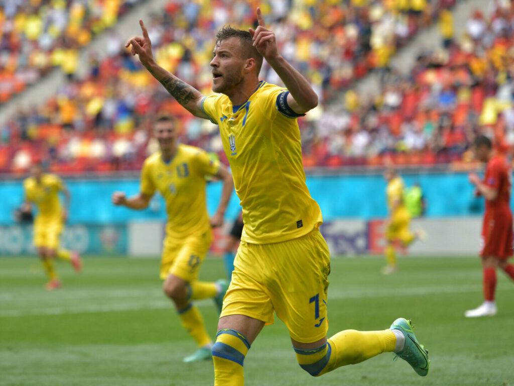 Andriy Yarmolenko (Ukraine) jubelt