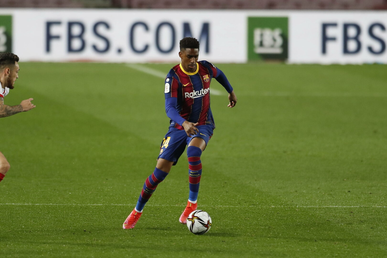 FC Barcelona: Junior Firpo vor Wechsel zu Leeds United