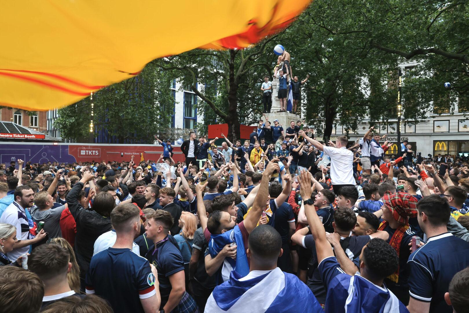 Zahlreiche Schotten versammelten sich trotz Coroanvirus zur Euro 2020