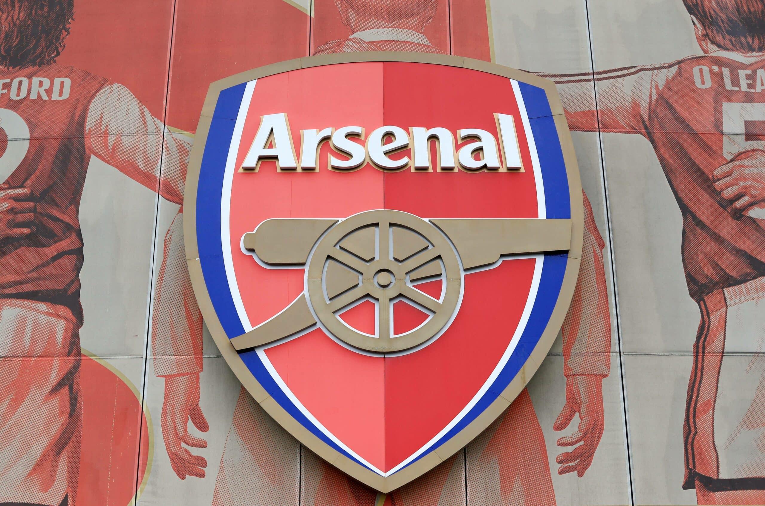 Arsenal Logo am Stadion