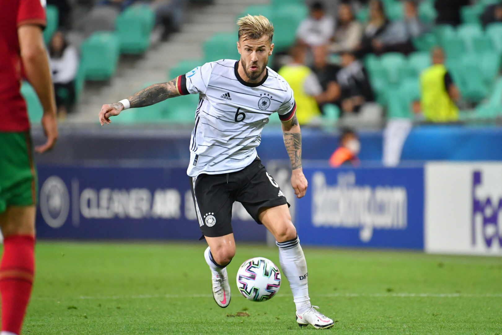 FC Augsburg: Weinzierl bestätigt großes Interesse an Niklas Dorsch