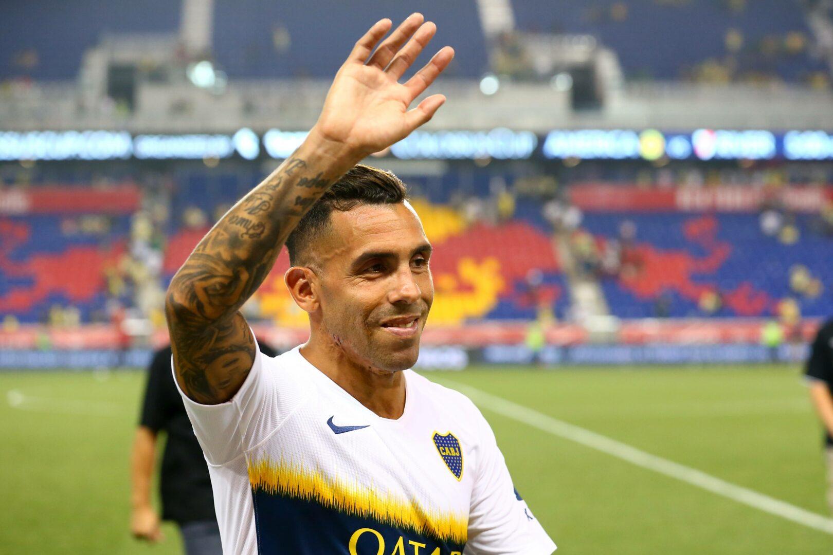 Carlos Tevez (Boca Juniors) winkt