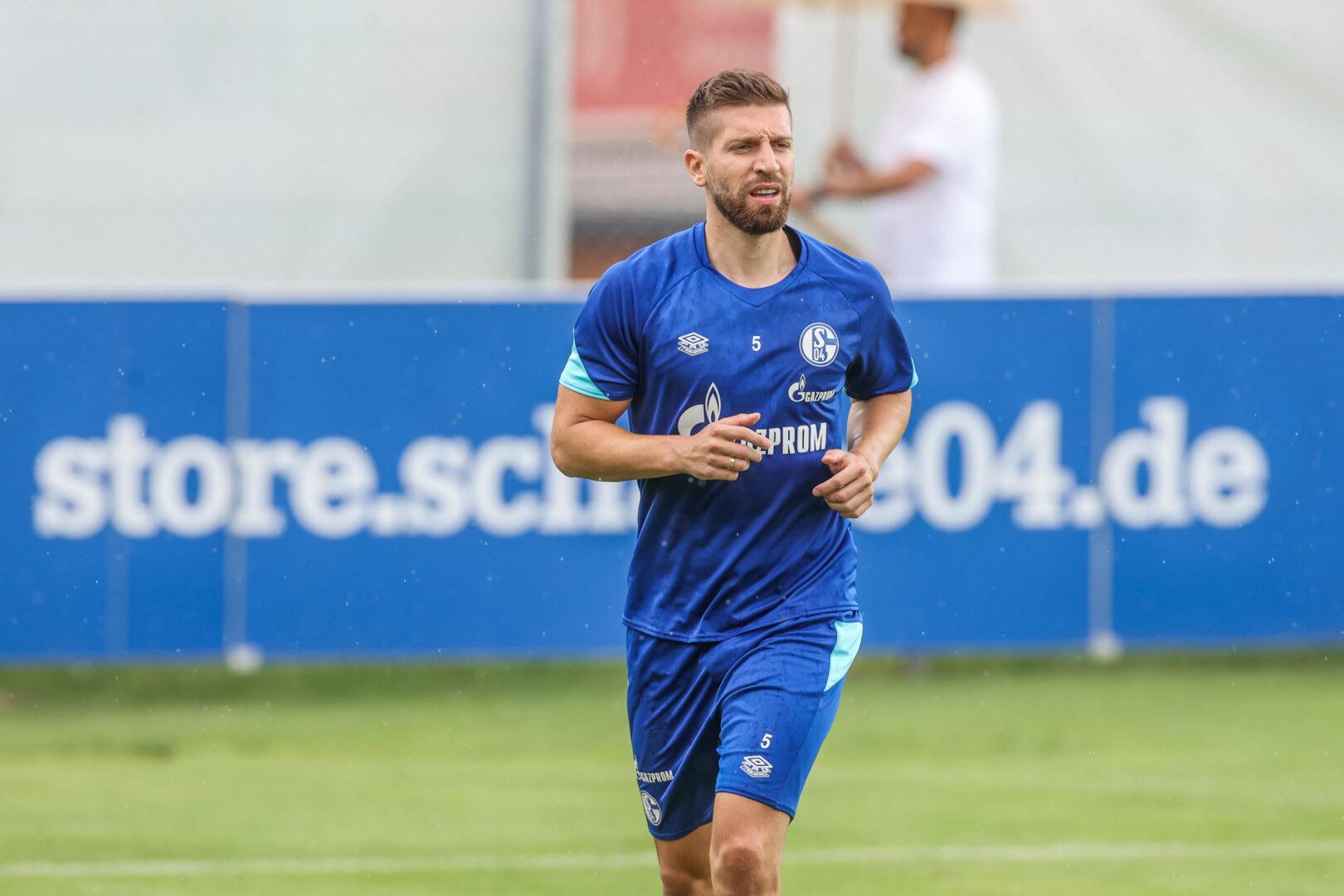 Nastasic (Schalke) im Training