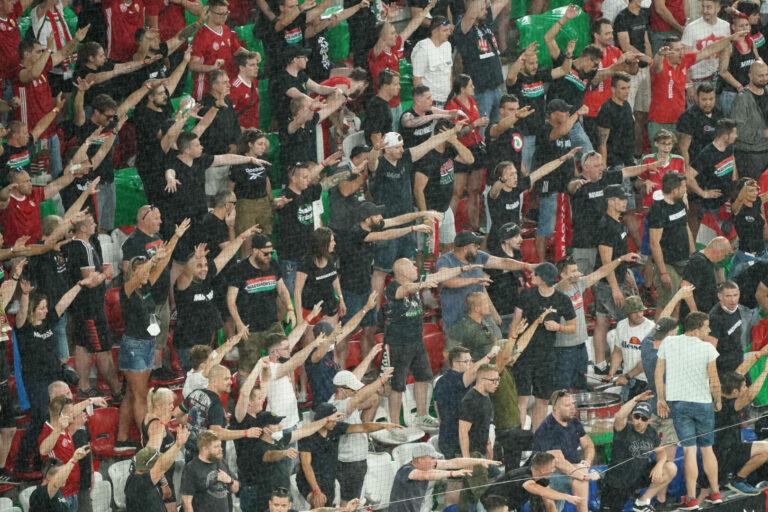 Ungarn   Harte Strafe nach Fan-Fehlverhalten