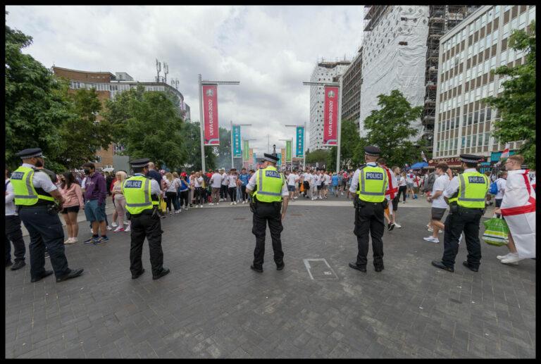 England  Rassismus, Stadionsturm & Verhaftungen – die hässliche Seite der Finalnacht