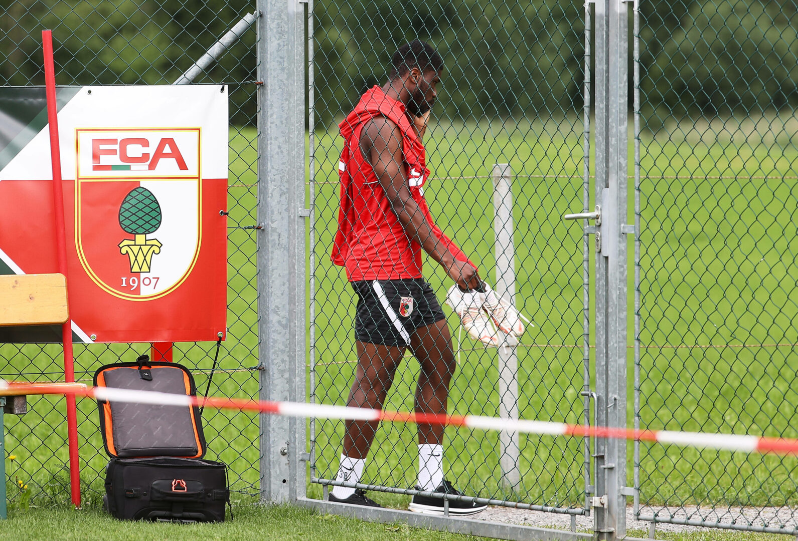Danso lehnt Training beim FC Augsburg ab
