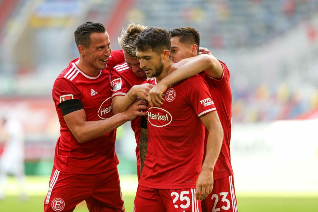 2. Bundesliga Fortuna Düsseldorf Team jubelt