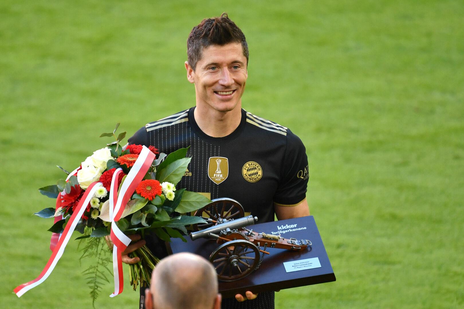 "FC Bayern | Hoeneß adelt Lewandowski: ""In diese Phalanx gehört Robert"""