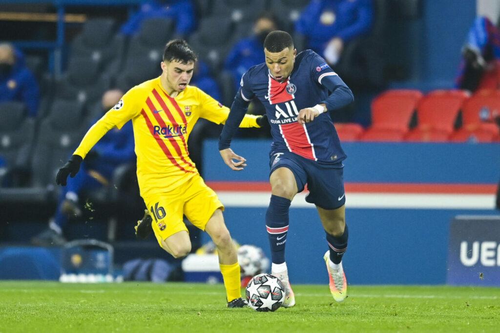 Kylian Mbappe (PSG) vs Pedri (Barcelona) im Zweikampf