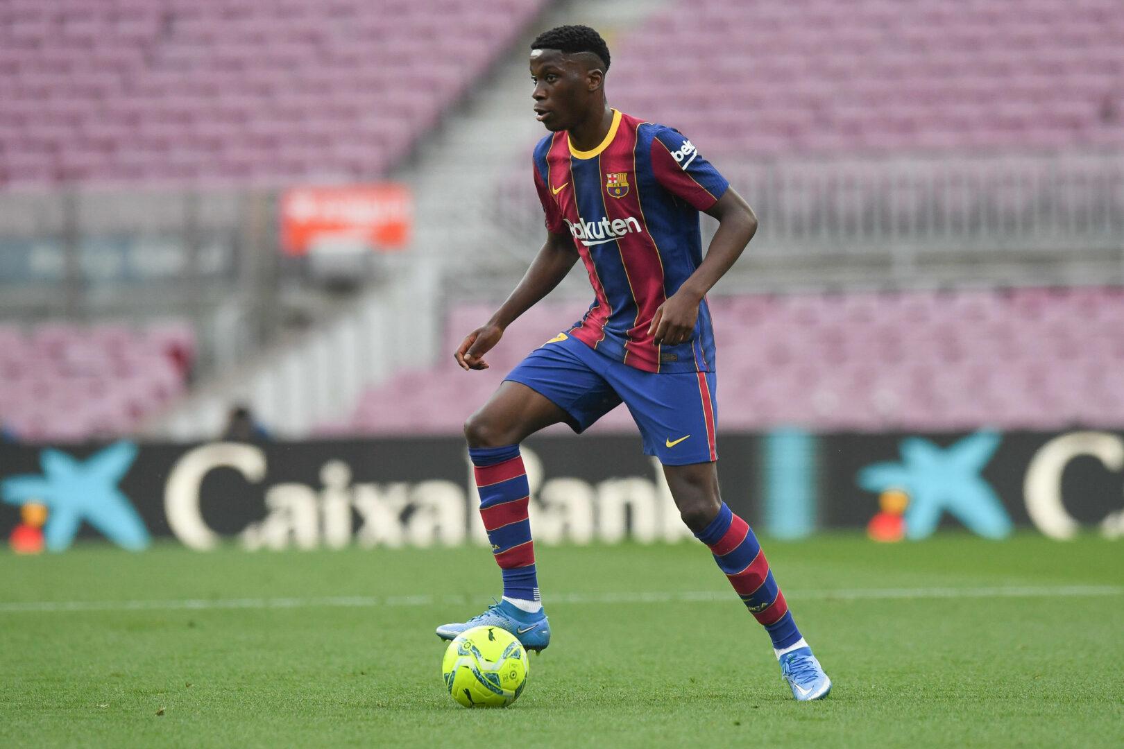 Moriba (FC Barcelona) im Dribbling