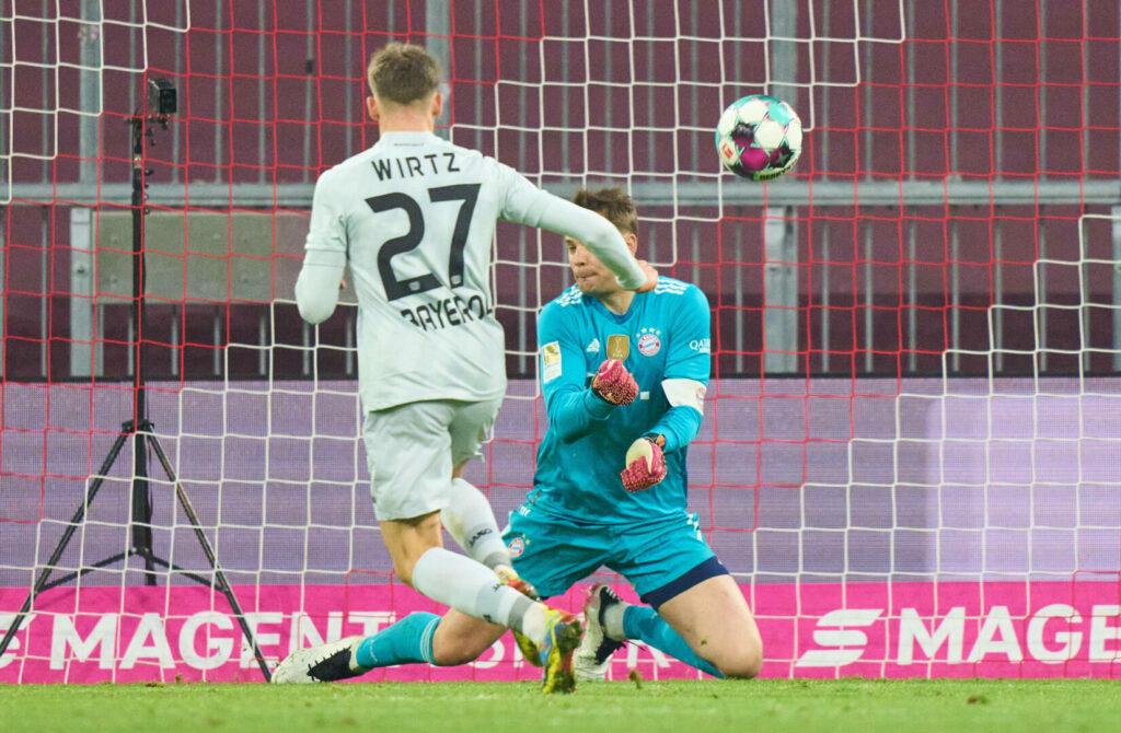 Wirtz (Bayer 04) gegen Neuer (FC Bayern) beim Abschluss