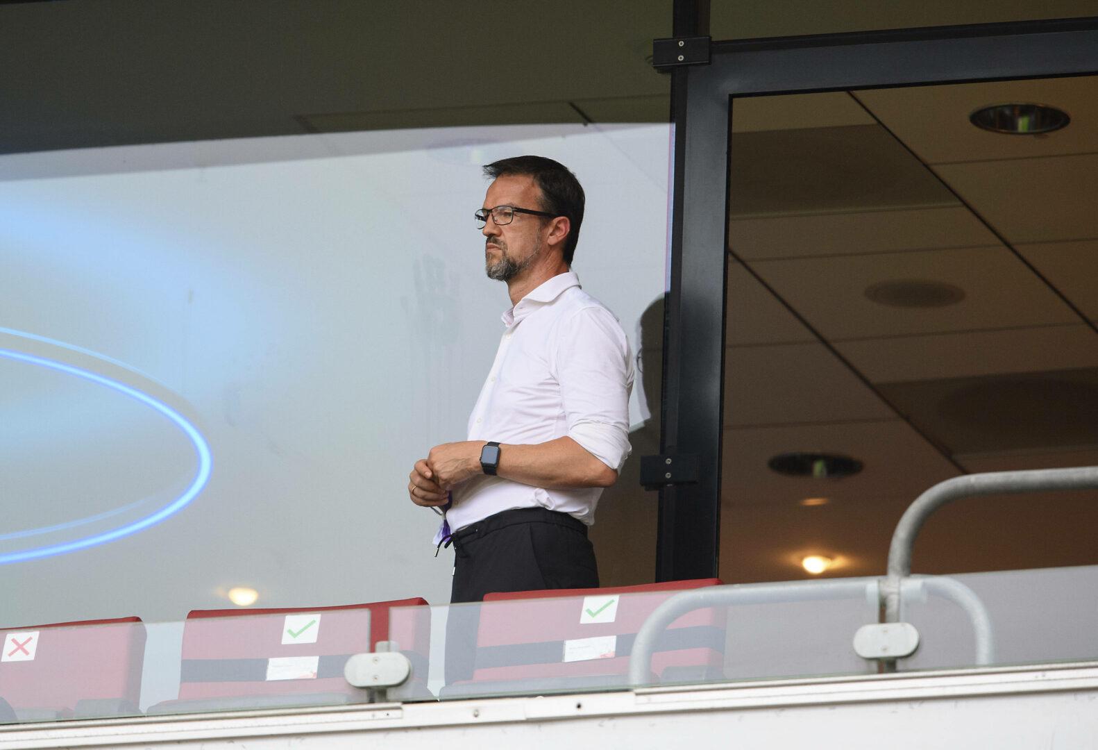 Fredi Bobic (Hertha BSC) auf der Tribüne