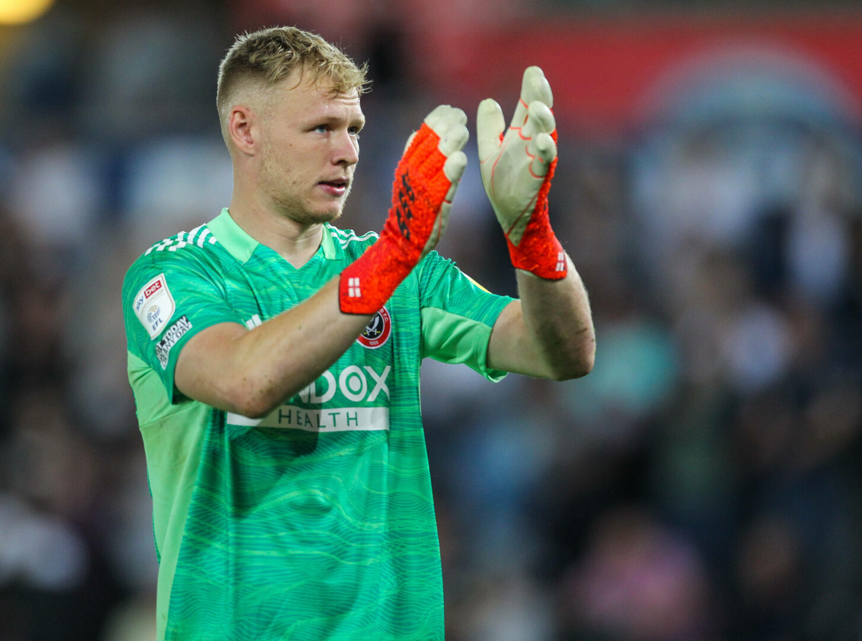 Sheffield Uniteds Torwart Aaron Ramsdale applaudiert den Fans nach dem Spiel