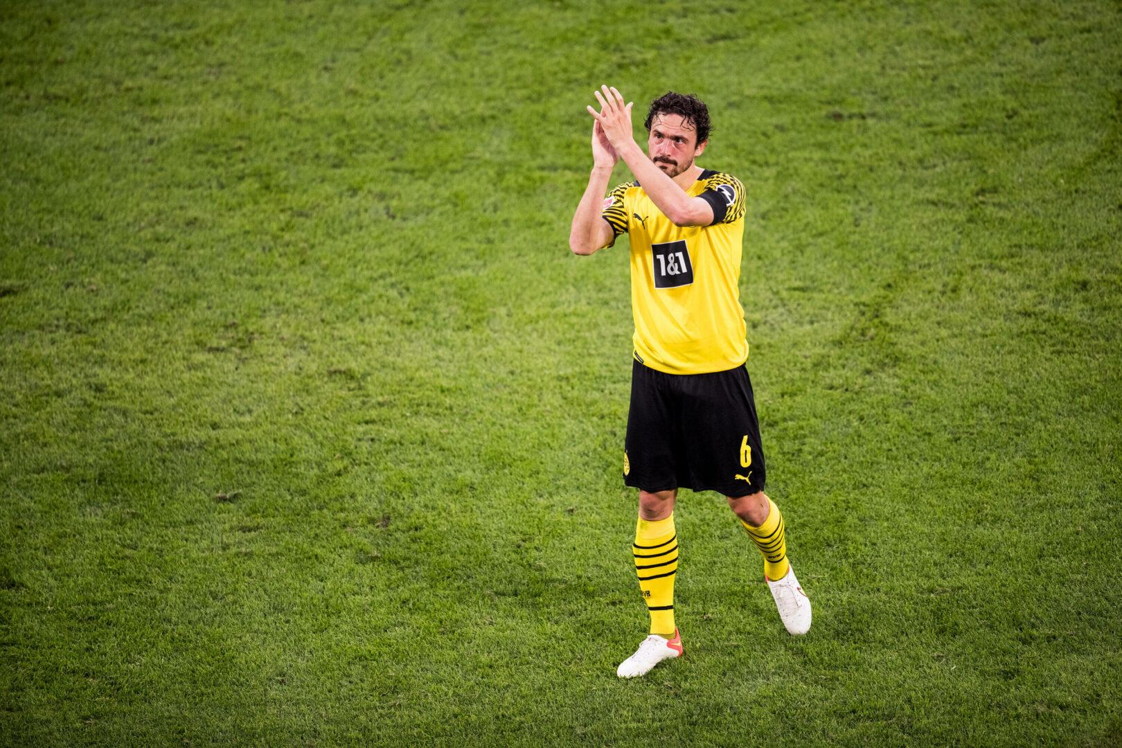Thomas Delaney (BVB) applaudiert
