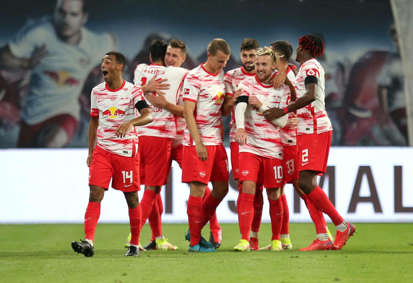 RB Leipzig Team bejubelt Treffer