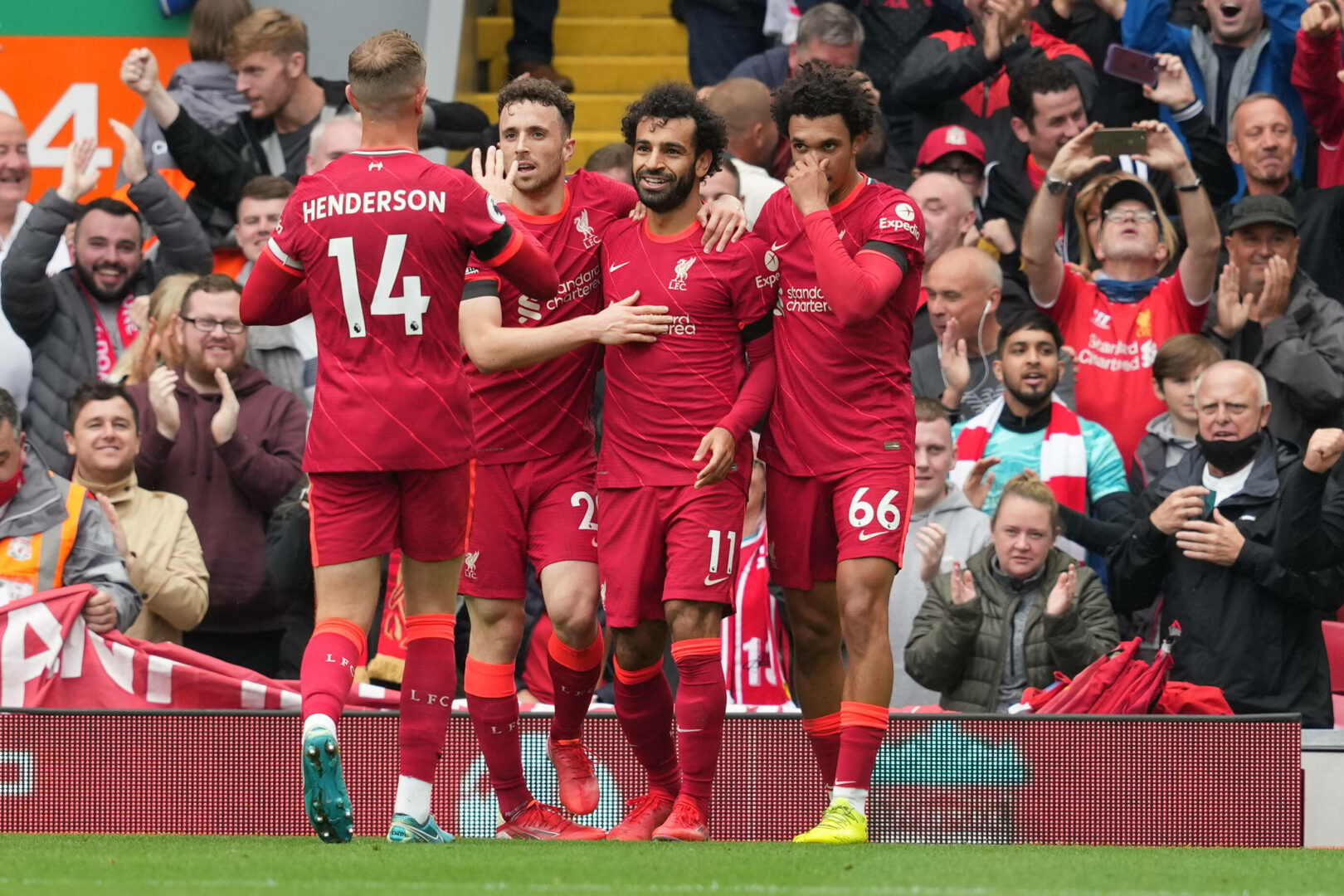 Liverpool besiegt Burnley im ausverkauften Anfield Stadium