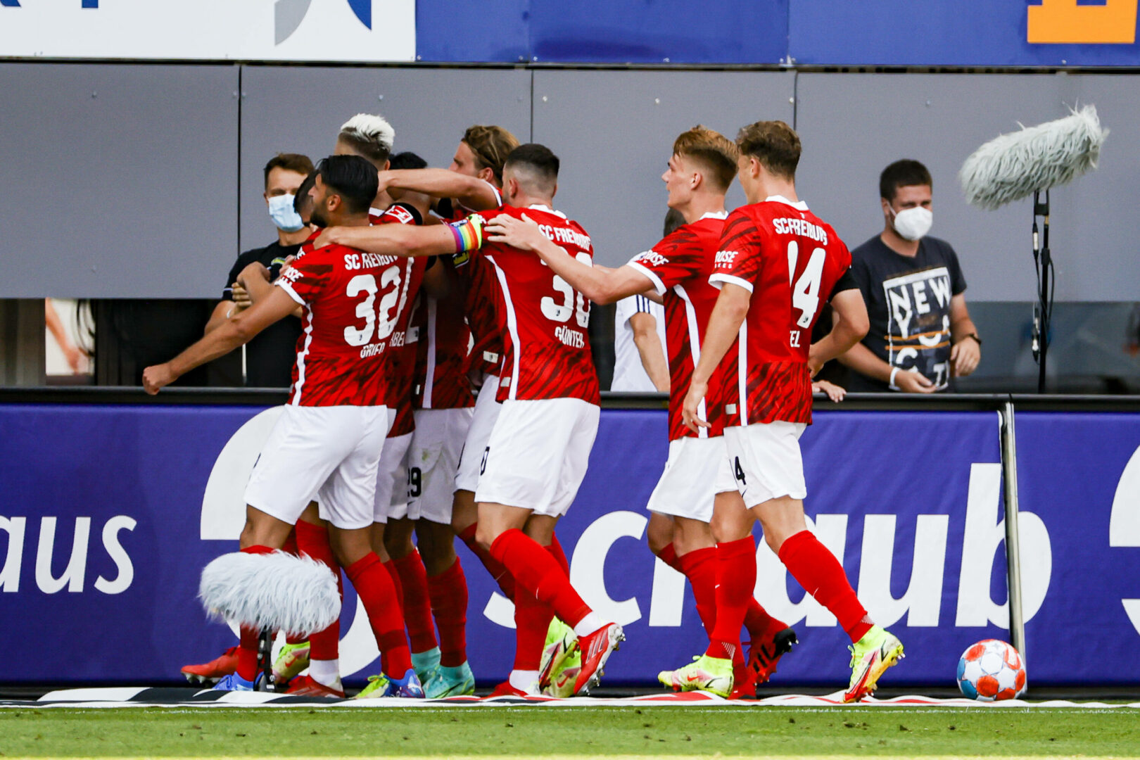 Bundesliga   SC besiegt BVB, Nmecha schießt Wolfsburg an die Spitze