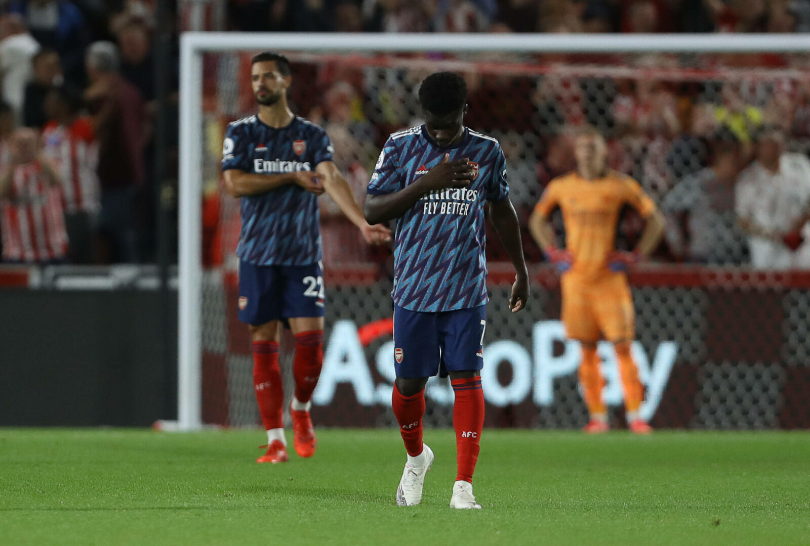 Arsenal: Saka reagiert enttäuscht auf ein Gegentor.