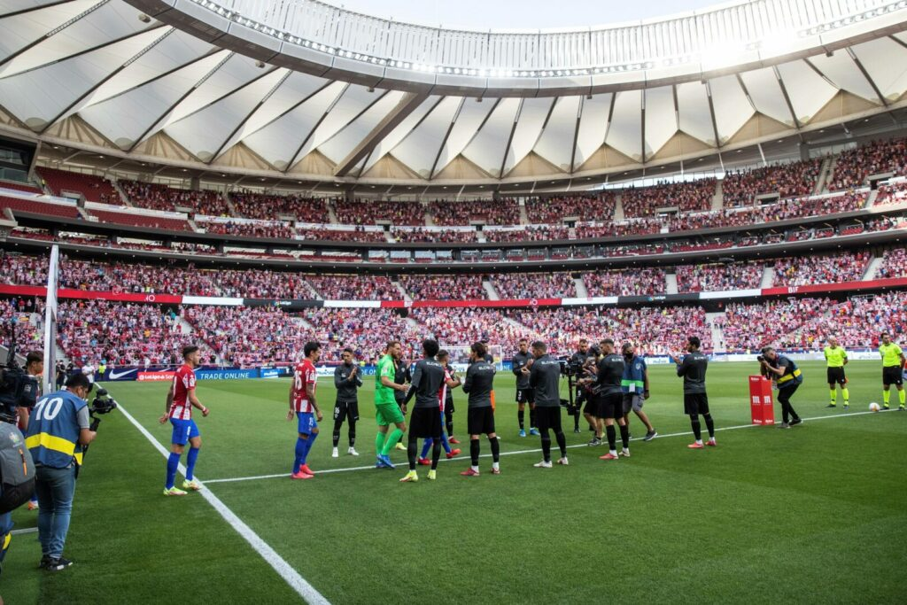 Der FC Elche stand vor Soieklbeginn Spalier für den letztjährigen Meister Atletico Madrid.