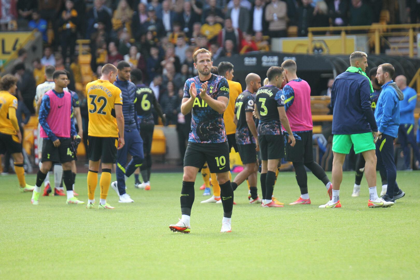 Harry Kane wurde am Sonntagnachmittag in Wolverhampton eingewechselt und nach Spielende von den Fans der Tottenham Hotspur gefeiert.
