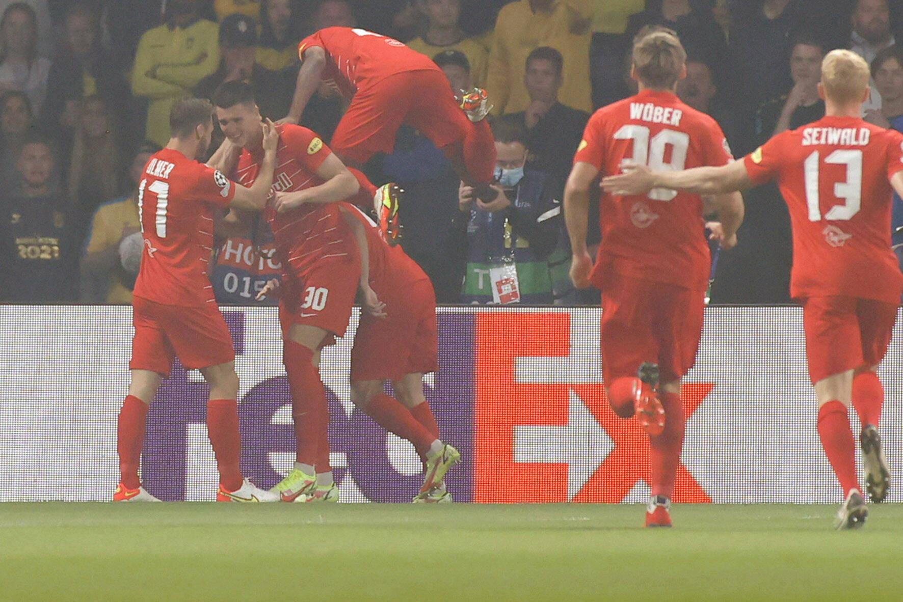 Die Spieler von RB Salzburg bejubeln einen Treffer in der Champions-League-Qualifikation gegen Bröndby IF