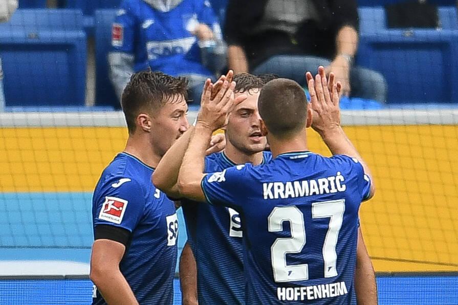 Andrej Kramaric und Jacob Bruun Larsen bejubeln das 2:1-Führungstor gegen Union Berlin.