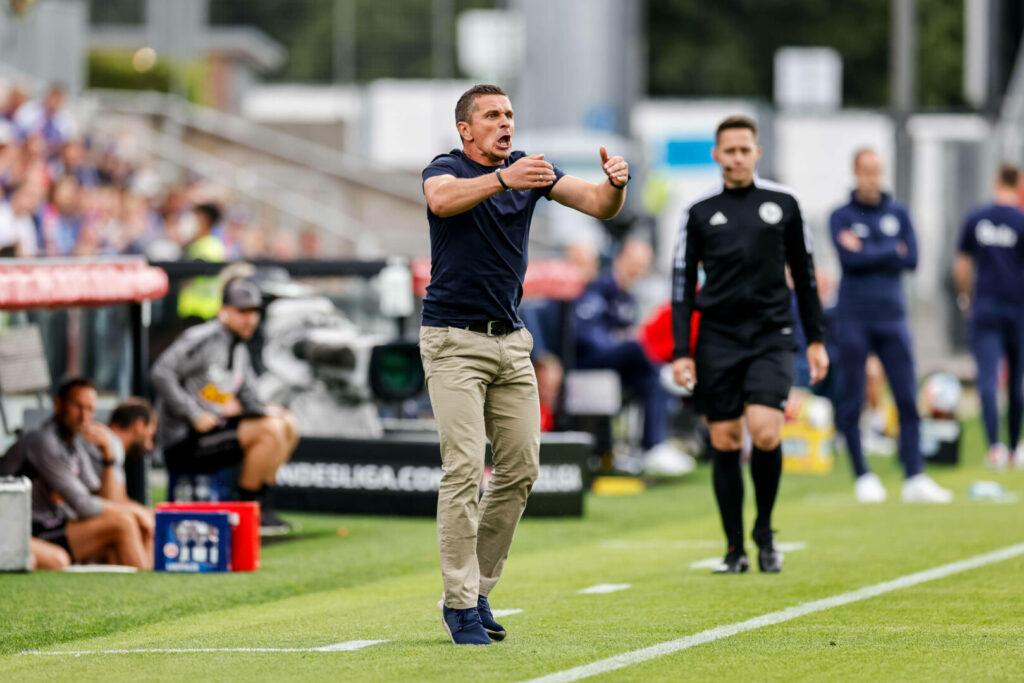 Mersad Selimbegovic coacht seine Mannschaft mit vollem Einsatz, hier beim 3:0-Auswärtssieg in Kiel.