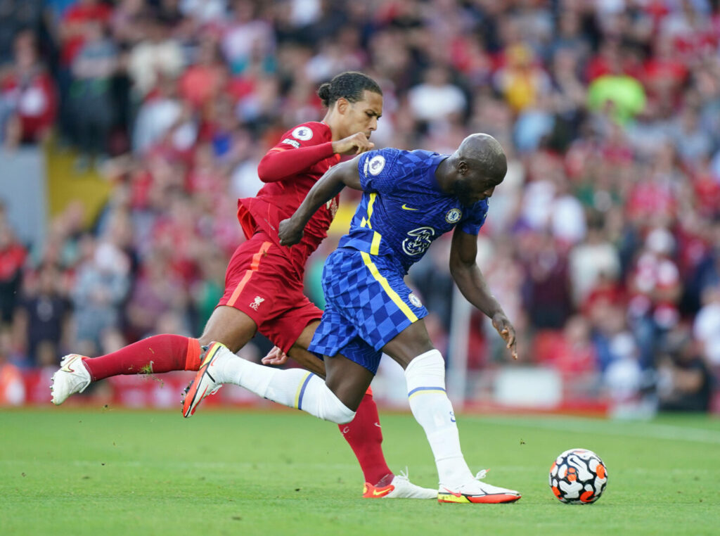 van Dijk (Liverpool) Lukaku (Chelsea) im Laufduell