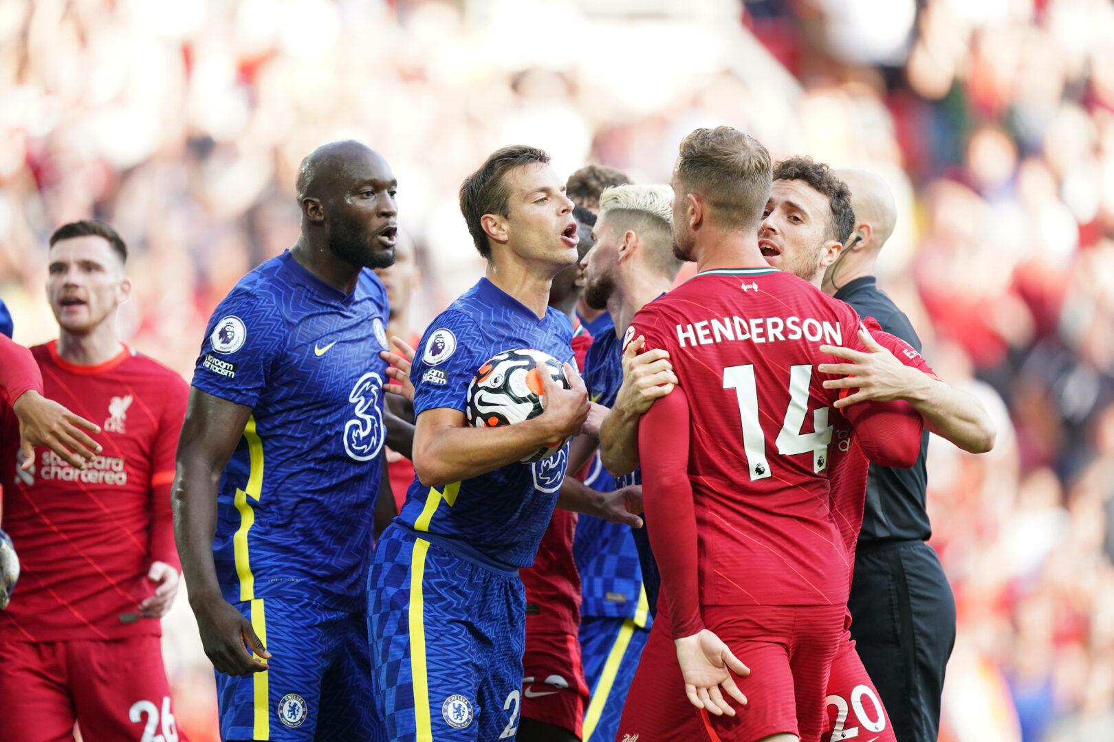 Henderson (Liverpool) Azpilicueta (Chelsea) im Clinch