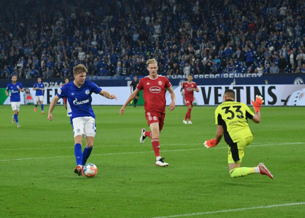 Marius Bülter rannte allein auf Florian Kastenmeier zu und schloss wenig später zum 1:1 ab.