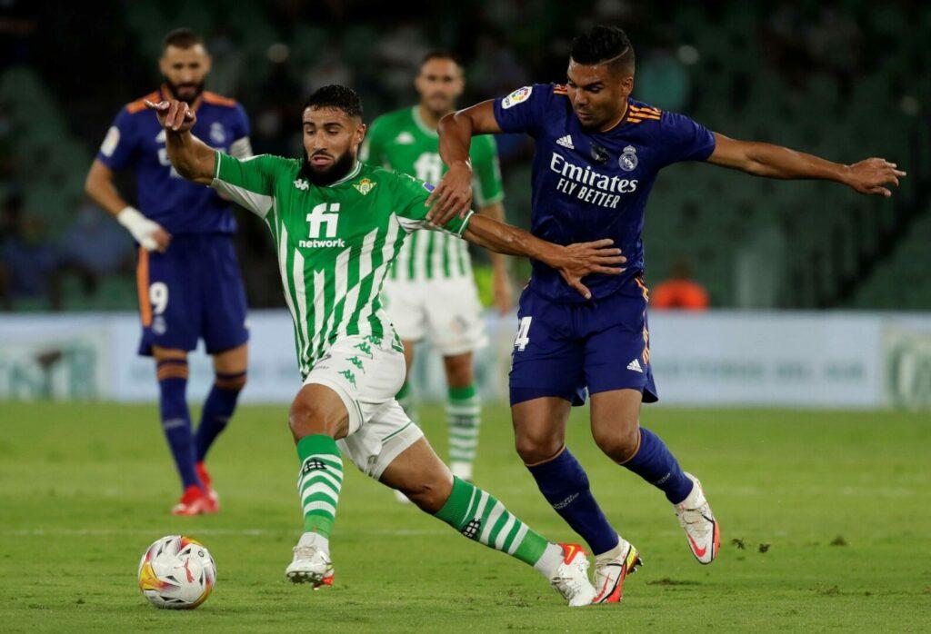 Nabil Fakir und Caemiro lieferten sich einen intensiven Zweikampf im Spiel zwischen Real Betis und Real Madrid