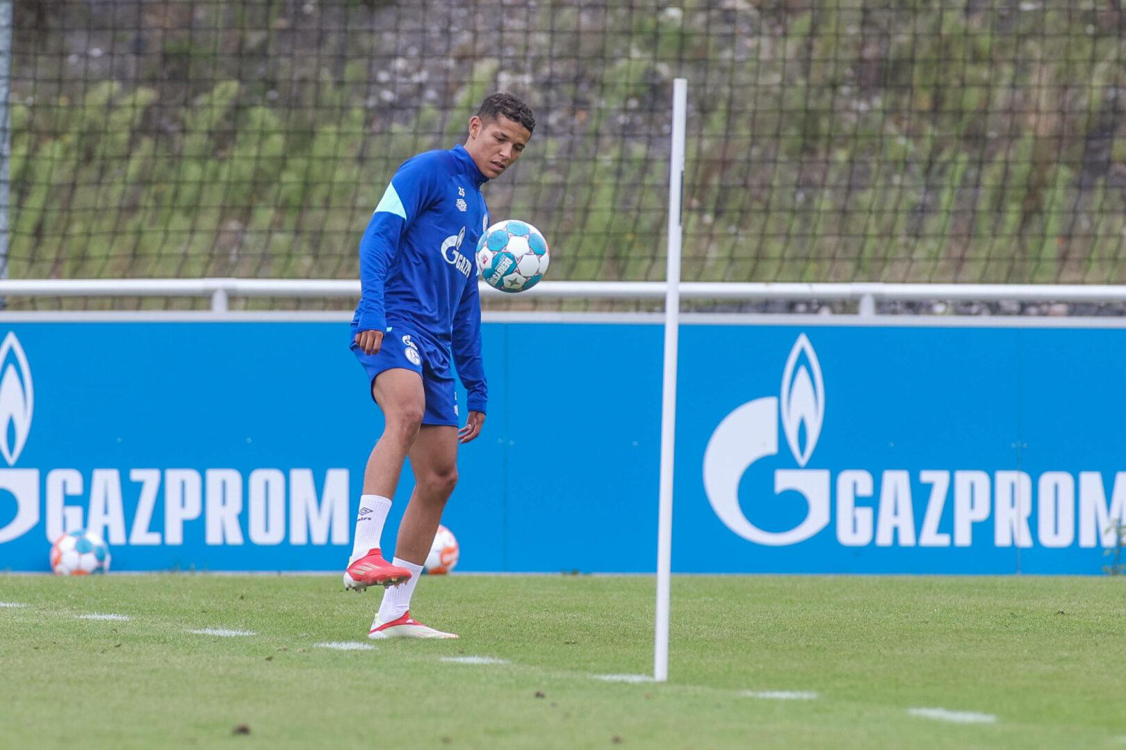 Amine Harit beim Training mit dem FC Schalke 04