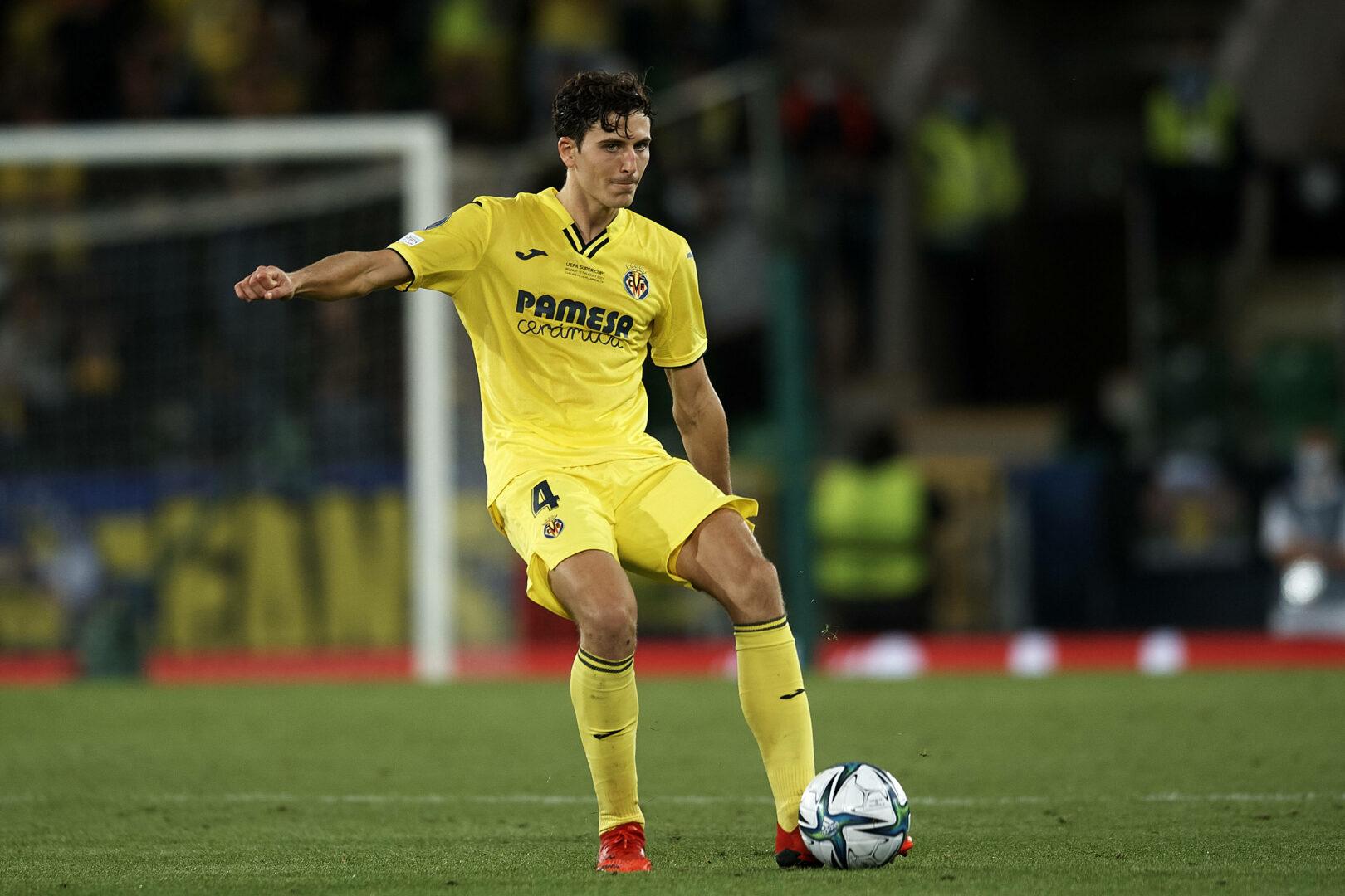 Pau Torres am Ball für den FC Villarreal.