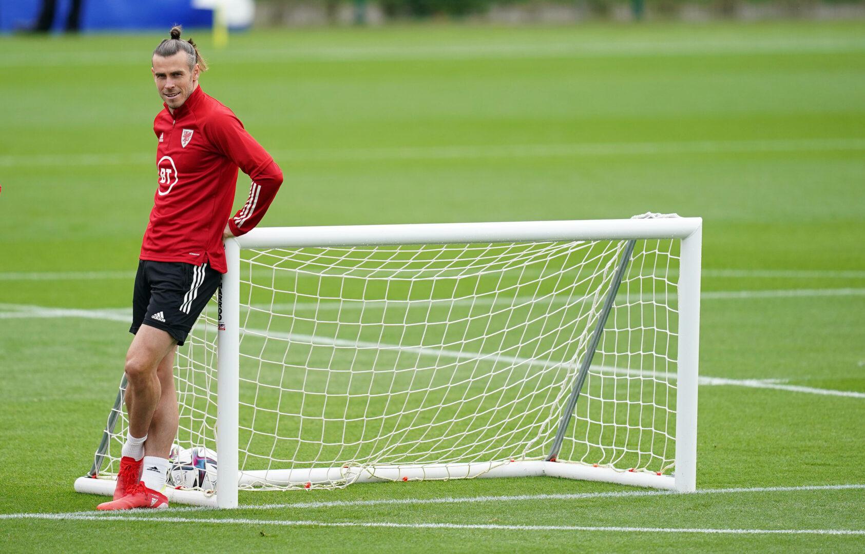 Gareth Bale entspannt im Training der walisischen Mannschaft