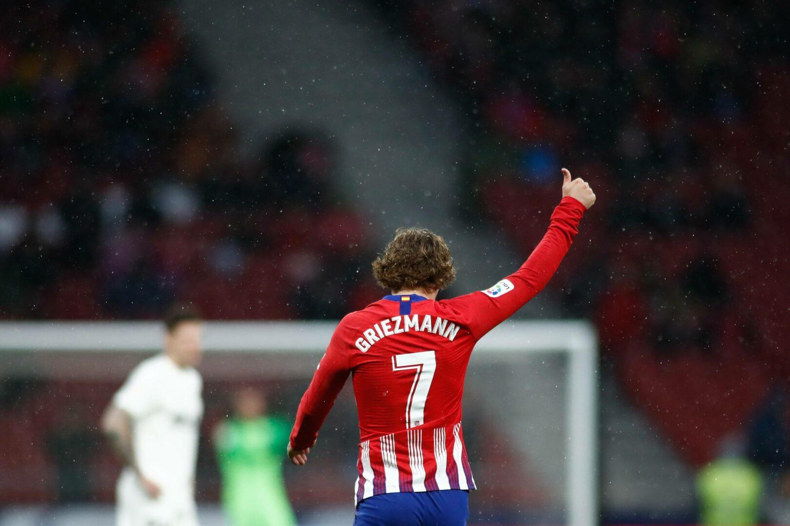 Griezmann (Atlético) reckt den Daumen