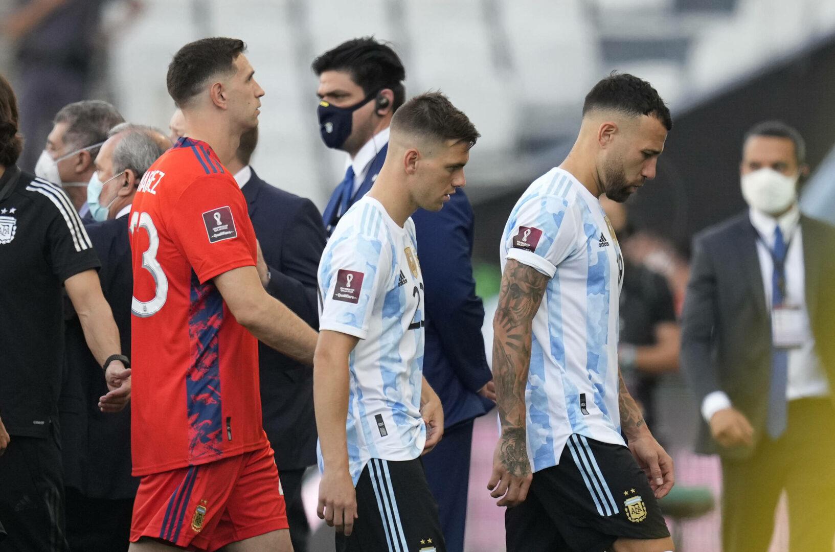 Martínez, Lo Celso, Otamendi (alle Argentinien) verlassen den Platz