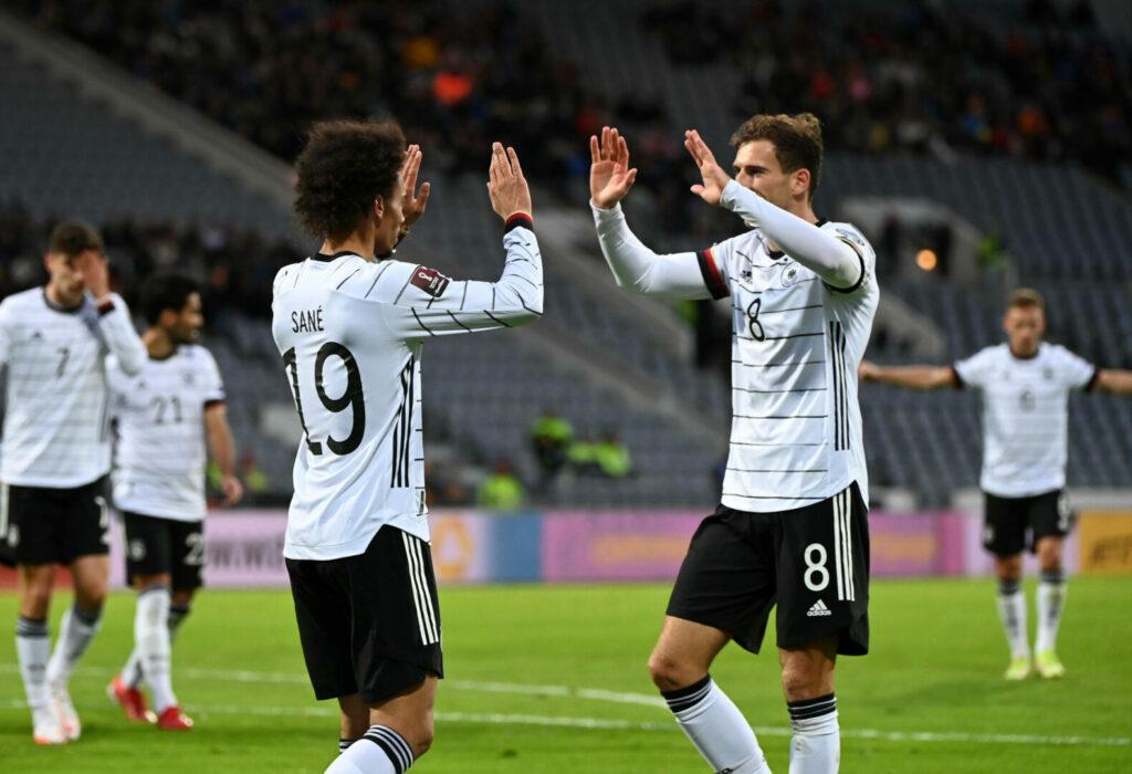 Leroy Sane Leon Goretzka jubeln für den DFB